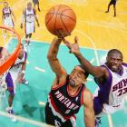 Juwan Howard of the Portland Trail Blazers and Jason Richardson of the Phoenix Suns battle for a rebound during a preseason game in Vancouver.  Portland won 113-93.