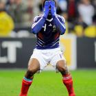 Yet another athlete comes to the painful realization that he could have had a V8. The place: the World Cup qualifier between France and Ireland, won by Monsieur Govou's squad with a helping hand from Thierry Henry (not pictured).