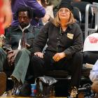 Laverne and the rumored new Shirley seemed to count the minutes until they could flee the Lakers-Nets fiasco at Staples Center on Nov. 29.