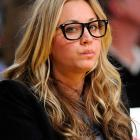 They say men don't make passes at women who wear glasses, so Kaley had nothing to worry about at the Lakers-Suns game in always-happenin' Staples Center in L.A.