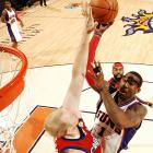 Amare Stoudemire (No. 1) finished with a game-high 26 points -- one of seven in double figures -- as Phoenix routed the Los Angeles Clippers 124-93.