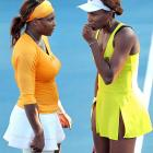 Serena got a few fashion tips from her freshly-famous underwear model sister at the Australian Open on Jan. 28.