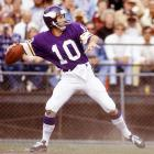 The Expansion Vikings waited until the third round to tap their quarterback of the future, Fran Tarkenton (pictured) of Georgia (R3, 29), who turned out to be the best of a top-notch trio of long-lasting passers. Also taken in that draft were Norm Snead of Wake Forest (R1, 2, Redskins) and Billy Kilmer of UCLA (R1, 11, 49ers).