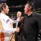 Mickelson shakes hands with Steve Nash before a Spurs-Suns game in Phoenix.