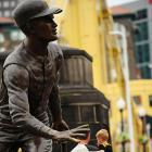 Bet you didn't know that a  very  lifelike statue of Roberto Clemente is right outside the home of the Pittsburgh Pirates.