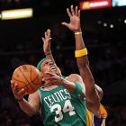 2009-10 Key Stats: 18.3 ppg | 4.4 rpg | 1.5 3PM | 1.2 spg   Age is unfortunately not Paul Pierce's friend.  He's starting to slow down and his statistics have steadily declined over the last three years.  Draft boards have adjusted accordingly, and even an aged-Pierce still provides nice across the board production with nice percentages.  But, as with the other members of Boston's Big Three, you have to wonder if he won't be saving himself for the postseason.  DNPs are never a good thing in fantasy basketball.