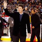 Penguins legend and Hockey Hall of Famer Mario Lemieux received the biggest ovation in the pregame ceremonies as he joined Steelers legends Franco Harris (right) and Jerome Bettis, and U.S. Army Sergeant First Class Bradley T. Tinstman to drop the ceremonial pucks.