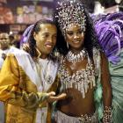 The beat goes on: While Carnival festivities raged around him, the Brazilian soccer superstar got cozy with Cris Vianna, the queen of the drums section of the Grande Rio samba school.