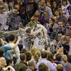As his team unwound in an epic el-fold-o, Utah's mascot was sillystrung up by irate fans at EnergySolutions Arena in scintillating Salt Lake City.