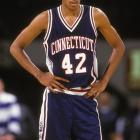 The first All-America in school history, Donyell Marshall helped Calhoun continue to push the program forward. He averaged 18.1 points per game in his three years and led the Huskies to the first of three straight Big East titles. The 1994 squad also reached the Sweet 16.