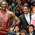 The former Bulls great was on hand with family at Chicago's United Center for the unveiling of his statue, which we're told will stand in the doorway of the cigar store down the street.