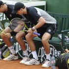 Mike Bryan (left) and Bob Bryan (right) get up simultaneously during their second-round men's doubles match against Australia's Chris Guccione and Britain's Jamie Murray. The Bryans won 7-6(5), 7-5.