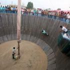 Stuntmen at a fair in Srinagar, India discovered to their horror that there's no way to get down without dire consequences once the race starts..