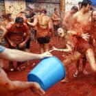 Elsewhere in the incredible world of edible sports, we have this tasty annual food fight in Bunol, Spain, where an estimated 40,000 contestants covered each other with 120 tons of ripe tomatoes on Aug. 31.