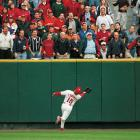 Edmonds makes an over-the-shoulder catch against the Atlanta Braves in the NL divisional playoffs, a series the Cardinals lost in four games. Edmonds was an eight-time Gold Glove award winner and part of the Cardinals 2006 World Series championship team.