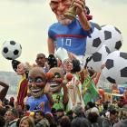 Nice float of former French soccer star Zinedine Zidane, too. It obviously tried to head-butt another float. Check out the bump on its noggin.