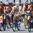 Demanding that authorities stop the hostilities that cyclists routinely endure from motorists in Lima, Peru, hundreds of obviously sane protestors indulged in a discreet and dignified demonstration on March 10.
