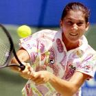 The No. 1 player coming into the '93 season, Seles knocked off No. 2 Steffi Graf and No. 3 Gabriela Sabatini to capture her first title of the year at the Australian Open. She grabbed the title in Chicago by topping Martina Navratilova, but Navratilova got her revenge the next week in Paris and took down Seles in the final.