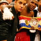 The warbler and the super welterweight champ quickly patched things up after Mayweather scored a unanimous decision over the Biebs in their WBA title fight at the MGM Grand Garden Arena in Vegas.