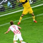 """Iker Casillas' save on Ivan Rakitic's header in the 59th minute preserved a scoreless duel that Spain later broke to win Group C and advance to the quarters.  Jesus Navas sealed a 1-0 win for Spain, but the defending World Cup champions put forth a lackadaisical performance that included several key chances from the Croats. Described as """"insipid"""" and """"uninspired"""" on the attack, coach Vicente del Bosque's side did not inspire the audience after a blowout win over Ireland. Spain still finishes atop Group C and will take on the runner-up in group D."""