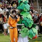 From the most recent episode of  Deadliest Catch , an unsuspecting diver is attacked by an insidious form of creeping foliage in the depths of Stanford Stadium.