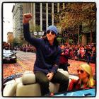 Tim Lincecum giving a wave to crowd.
