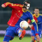 They say sports can be great theater and here's yer proof: FC Basel's striker staging a pitch-perfect performance of  Phantom of the Opera , with a broken nose yet.