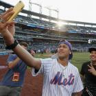 Neymar takes batting practice in a Mets jersey