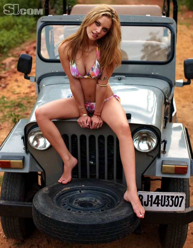 Si Swimsuit 2010 Julie Ordon In India