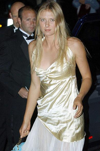 maria-sharapova-wimbledon-ball-2004
