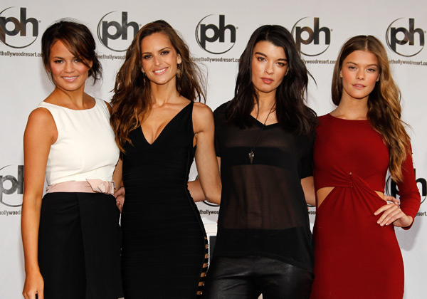 Chrissy Teigen, Izabel Goulart, Crystal Renn and Nina Agdal :: Isaac Brekken/Getty Images