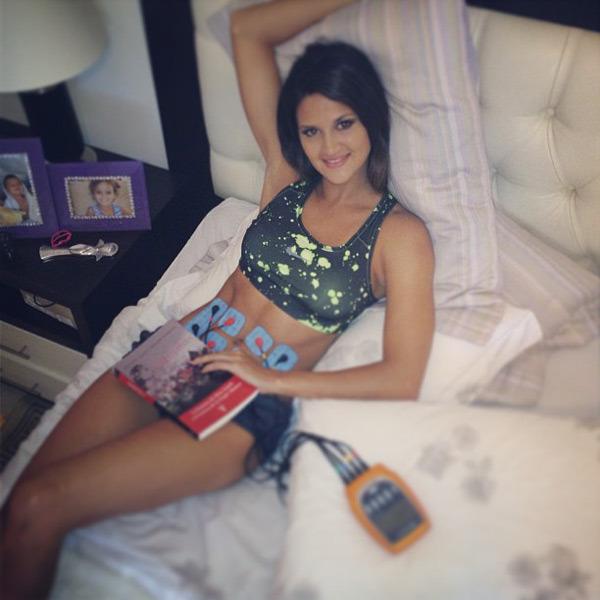 Leryn Franco :: @lerynf: Fortaleciendo el #abdomen #compex Amo la #tecnología  Engripada se entrena igual! #sinexcusas