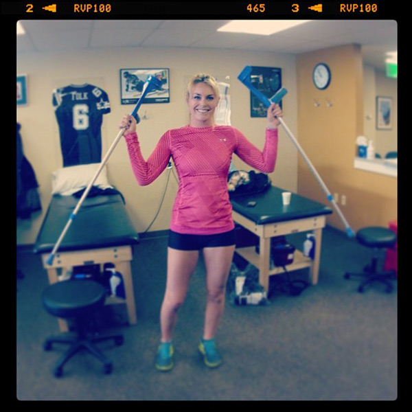 @lindseyvonn: Yesterday was a huge day for many reasons…  I am now down to one crutch!! #bigday #onecrutchwalk #progress