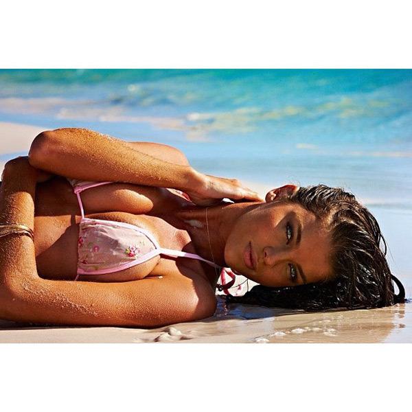 @tashy_tashb: Sports Illustrated Swimsuit 2013 @si_swimsuit @jamesmacari