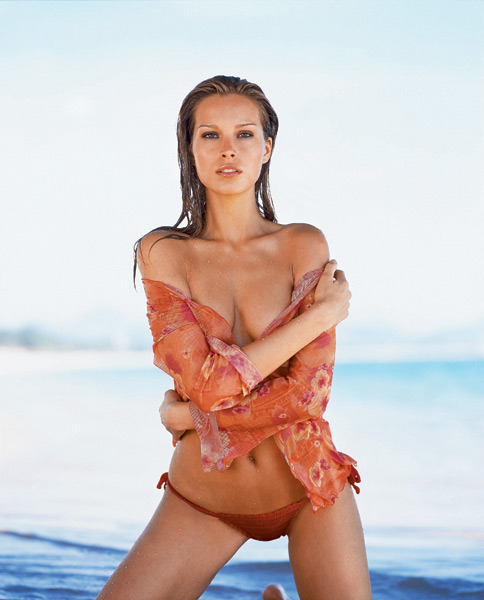 Redditors and non-Redditors alike: Petra Nemcova, 2003 SI Swimsuit cover model and all-around amazing human being is doing an AMA