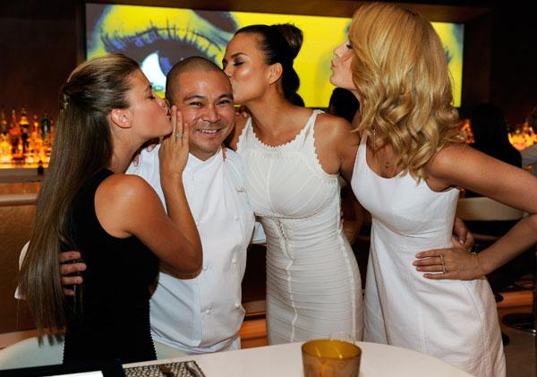 Nina Agdal, Chef Joseph Elevado, Chrissy Teigen and Kate Bock :: David Becker/Getty Images