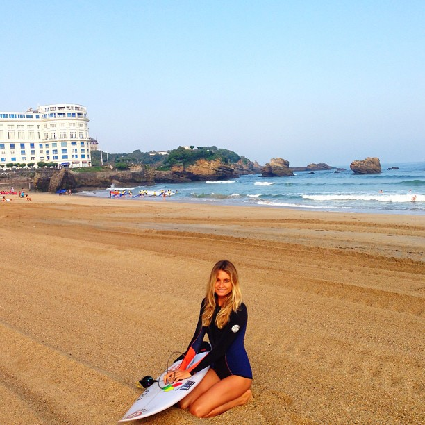 @alanarblanchard: Another wonderful day in Biarritz. Loving this warm weather(: