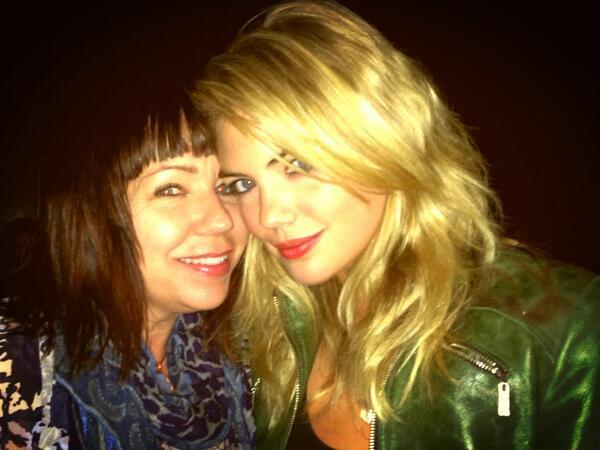 @KateUpton: Enjoying @ladyantebellum with @TerriA_makeup @hillaryscottla