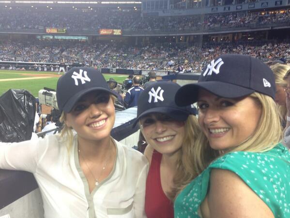 @KateUpton: Go Yankees @Imkatelacey @habfeather  @troy_tutt