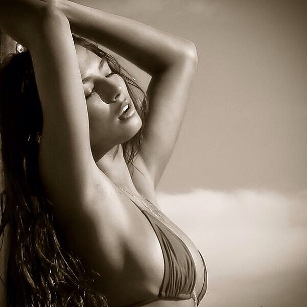 @iamjessicagomes: Thank you for this photo @troyzan & @si_swimsuit @australia