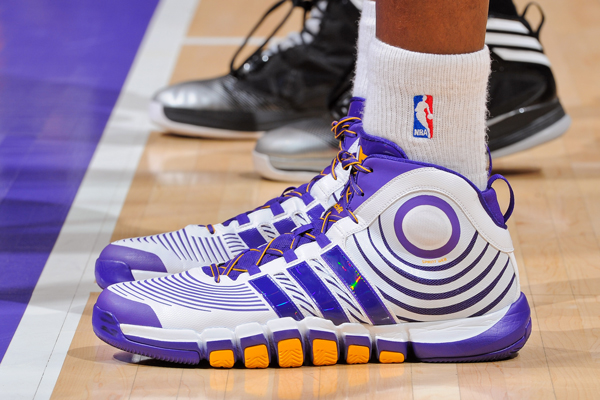 buy online 27cb5 3af71 Dwight Howard wears the D Howard 4 during a Lakers playoff game against the  Spurs.