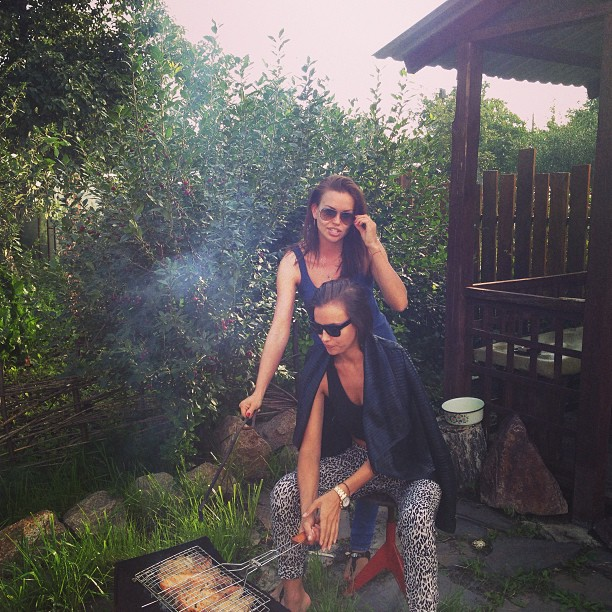 @irinashayk: 3days ago!chef Iri and my sis Tania doing barbecue !3 dnia nazad she povar iri u moia sis Tania garim shashliki!mniam