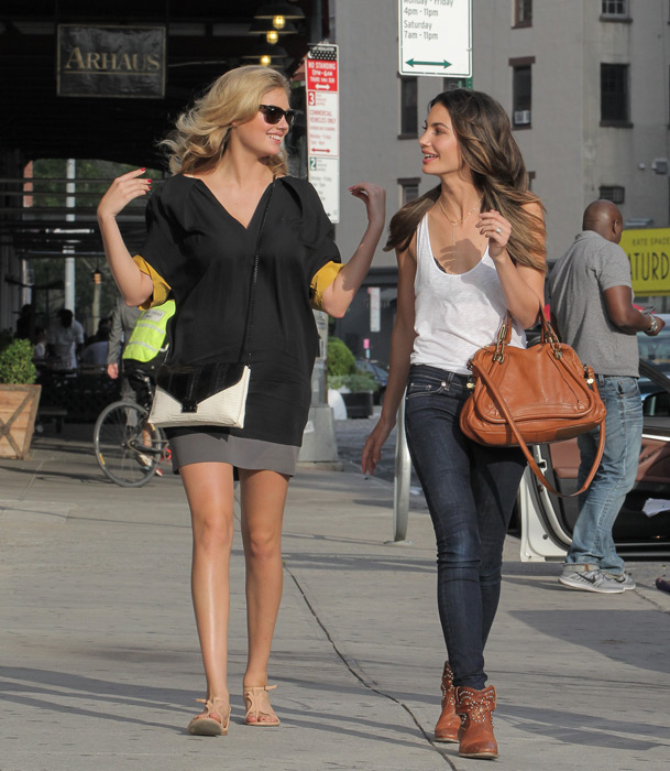 Kate takes a stroll through Manhattan's Meatpacking District with fellow model Lily Aldridge :: Splash News/Corbis