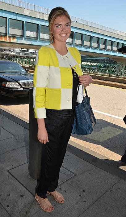 Kate Upton is all smiles while waiting LaGuardia Airport :: MAXA /Landov