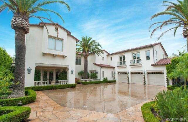 A front view of a Newport Coast home recently listed for sale by Kobe Bryant. (listingpointrealty.com)