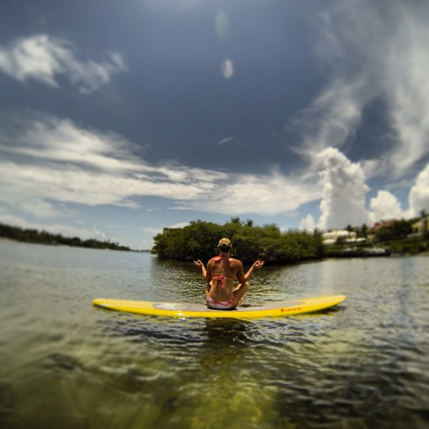@lindseyvonn: Paddle boarding with my sis @kar_inthegarage and my @gopro. Finding my inner zen emojiemoji#qualitysistime #paddleboarding #peace