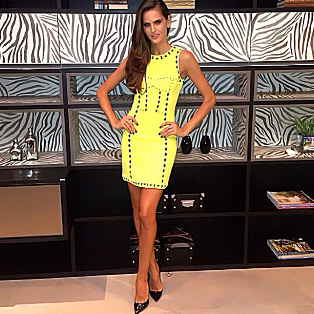 @iza_goulart: Last night Prestigiando a inauguração da flagship Dell Anno Balneário Camboriú Beauty by @alanpires Styling by @dudufarias Dress by @versace #homedesign #dellano #homedeco #arquitetura #decoracao #design