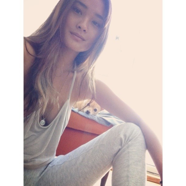 @jarahm: Home relaxing after a long day..hi from me and the weirdo x