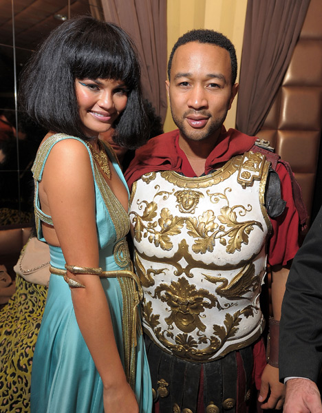 Chrissy Teigen and John Legend (2010) ::  Getty Images