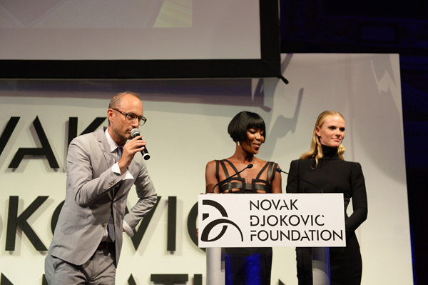 Auctioneer Andrew Boose, Naomi Campbell and Anne V :: Dimitrios Kambouris/Getty